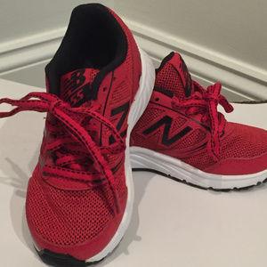 NWT New Balance Kids Athletic Shoes Size 10.5